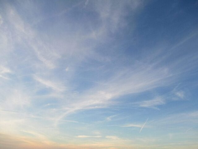 Oblaky Cirrus (Ci).