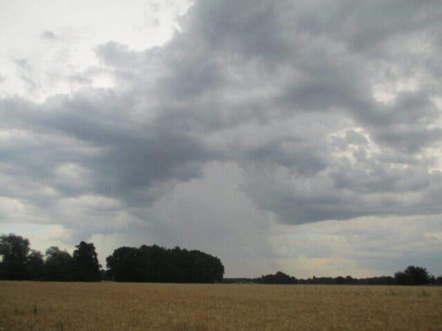 Oblaky cumulonimbus (Cb).