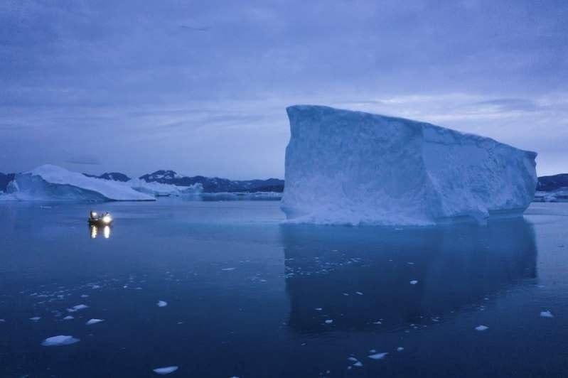 Tání Grónských ledovců zrychuje, původní předpovědi platit nebudou. Ledovec.