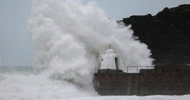 Extrémní počasí na západě Evropy. Vysoké vlny.