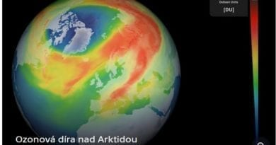 Nejvěštší ozonová díra nad Arktidou za poslední roky.