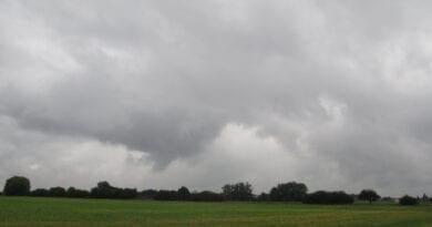 Tlaková níže a problematická předpověď. Vlhké počasí.