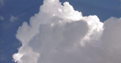 Víkend opět ve znamení místních vydatných srážek. Růst oblaku.