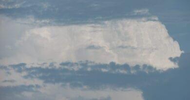 Bouřka nebo bouře? Vzdálená konvekční bouře.