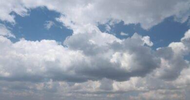 Počasí bude i nadále mírně letní. Letní kupovitá oblačnost.