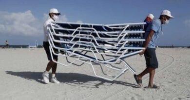 Hurikán Isaias na Floridě. Hirikán Isaias s rychlostí větru až 135km/h zesílí.