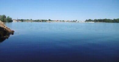Jasné počasí a klidná hladina jezera. V pátek bylo až 35°C, letos naposledy?
