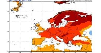 Zima 2020/2021 bude opět mírná. Teplotní odchylky podle modelu CFS.