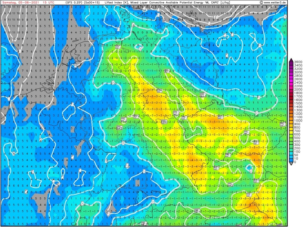 První významnější bouřky sezóny 2021. CAPE a Lifted index na 5.6.2021.