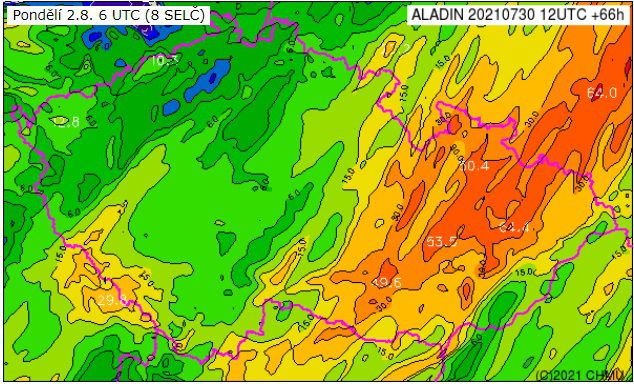 Během víkendu se citelně ochladí. Srážkové úhrny za den podle modelu Aladin do 2.8.2021 8h.